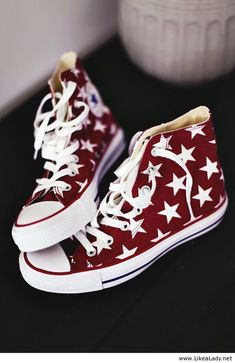 Red and white stars All Star, Converse shoes Sock Shoes, Cute Shoes, Me Too Shoes, Shoe Boots, Flat Shoes, Ugg Boots, Converse All Star, Converse Shoes, Converse Chuck