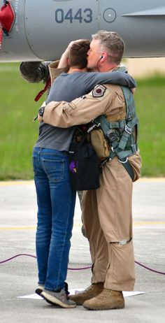 Aviano's Fighter Squadron 'Buzzards' return home Close Air Support, Military Homecoming, Military Families, Buzzard, Us Air Force, Llamas, Hugs, Norman, Two By Two