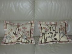 Hand appliquéd two Pillowcases  Unique design von MJJenekdesigns