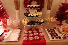 Margit F's Christmas/Holiday / - Photo Gallery at Catch My Party Xmas Desserts, Party Desserts, Dessert Party, Christmas Open House, Christmas Holiday, Holiday Decor, Holiday Photos, Holiday Parties, Pretzel