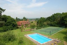 Hampshire house with pool and tennis court