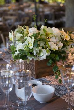 flowers by la fleuriste.  photography by suzy clement.
