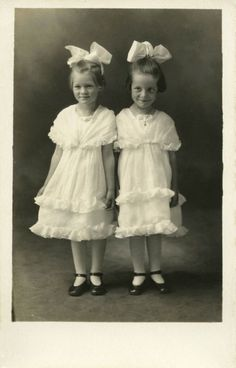 Two little Edwardian girls in matching outfits. Vintage Children Photos, Vintage Twins, Vintage Pictures, Old Pictures, Vintage Images, Old Photos, Antique Photos, Vintage Photographs, Photo Vintage