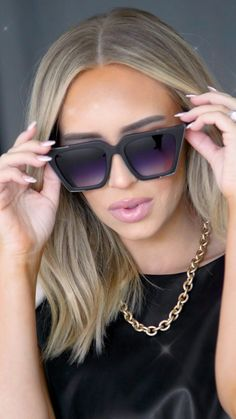 Cat Eye Sunglasses, Sunglasses Women, Eyewear Trends, Fru Fru, Cold Weather Fashion, Elegant Chic, Fashion Outfits, Womens Fashion, Business Casual