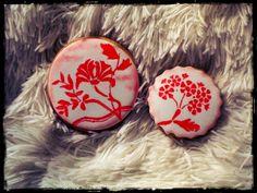 Galletas en blanco y rojo pintadas a mano