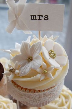 "Cream and Brown ""Mr & Mrs"" wedding cupcakes"