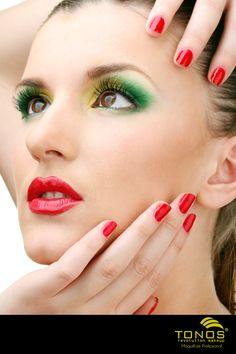 ¿¡Quien dijo que color el rojo y el verde eran solo usados para adornos navideños!? Puedes usar un maquillaje navideño y con mucho estilo para estas festividades! Que tal esta idea!?