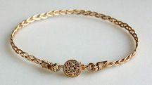 braided bracelet.. really want to try this for mothers day