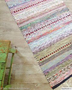 Carpet Tiles, Carpet Flooring, Rugs On Carpet, Hardwood Floor Care, Slippery Floor, Natural Flooring, Plush Carpet, Carpet Installation, Weaving