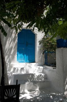 TRAVEL'IN GREECE I Blue door in #Naxos Island, #Greece