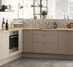 Nordisk kjøkken i mørk mokka: Se modell Stockholm Kitchen Unit Doors, Kitchen Cabinets, Nordic Kitchen, New Kitchen, Kitchen Models, Types Of Doors, Kitchen Hacks, Stockholm, God
