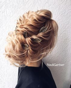 Coiffure De Mariage : Description 40 Stuning Long Curly Wedding Hairstyles from Nadi Gerber Plaits Hairstyles, Pretty Hairstyles, Hairstyle Ideas, Loose Hairstyle, Curly Wedding Hair, Wedding Hair Inspiration, Wedding Hairstyles For Long Hair, Bridal Hairstyles, Julia