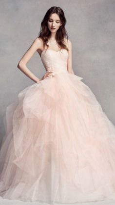 Wedding dress idea; Featured Dress: WHITE by Vera Wang More: www.coniefoxdress.com #coniefoxreviews #prom2k