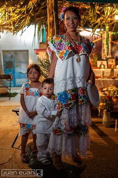 Madre yucateca con sus niños