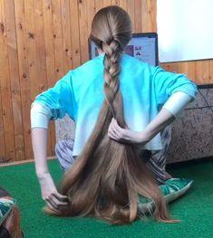 VIDEO - Orysya's hair play on the floor - RealRapunzels Indian Long Hair Braid, Long Hair Ponytail, Braids For Long Hair, Long Hair Play, Very Long Hair, Beach Wedding Hair, Wedding Hair Flowers, Loose Hairstyles, Braided Hairstyles