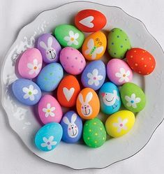 Coloring easter eggs: ideas and instructions - Jeany Ostereier färben: Ideen und Anleitungen Easter: Coloring Eggs: Great Ideas to Imitate (Page - BRIGITTE Easter Egg Designs, Easter Ideas, Diy Ostern, Easter Egg Crafts, Coloring Easter Eggs, Egg Coloring, Egg Art, Egg Decorating, Easter Baskets