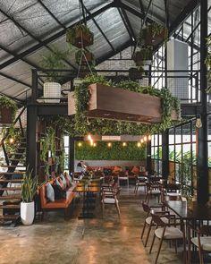 Cafe Shop Design, Coffee Shop Interior Design, Pub Interior, House Design, Interior Garden, Modern Restaurant Design, Cozy Coffee Shop, Industrial Cafe, Architecture Design