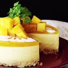 Cheesecake Let this Mango Cheesecake take you to sweet, fruit paradise. Super easy and no bake makes this the perfect summer dessertLet this Mango Cheesecake take you to sweet, fruit paradise. Super easy and no bake makes this the perfect summer dessert Mango Cheesecake, Cheesecake Recipes, Oreo Cheesecake, Tropical Desserts, Mango Dessert Recipes, Dessert Party, Dessert Ideas, Delicious Desserts, Yummy Food