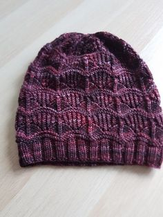 Kazale's For the Night is Dark and full of Terror Upper East Side knit hat pattern by Joji Locatelli . A fabulous & quick one skein project. Loom Knitting, Knitting Patterns Free, Knit Patterns, Free Knitting, Knitting Projects, Crochet Projects, Knit Or Crochet, Crochet Hats, How To Purl Knit