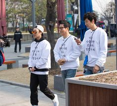 """RunningMan đã chia sẻ một ảnh lên Instagram: """"🏃🏻🏃🏻🏃🏻🏃🏻🏃🏻🏃🏻🏃🏻 [ Shooting scene picture of RunningMan Ep.293  ] Three…"""" • Xem 2,474 ảnh và video trên trang cá nhân của họ. Running Man Korean, Ep, Video, Chef Jackets, Instagram"""