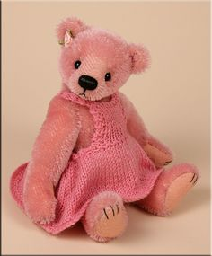 Maggie May, a little girl teddy bear created by Paula Carter.  www.allbear.co.uk
