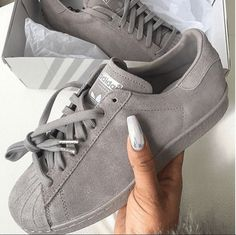 New Sneakers Grey Adidas 48 Ideas Addidas Sneakers, New Sneakers, Girls Sneakers, Adidas Shoes, Sneakers Fashion Outfits, Fashion Shoes, Sock Shoes, Cute Shoes, Summer Sneakers