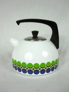 I would love to be making a brew with this kettle - i love the shape and printed design