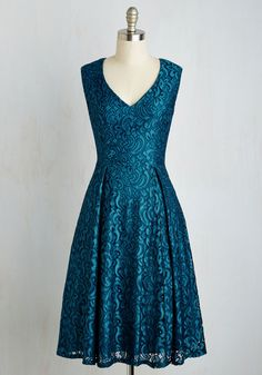 Your couth taste deserves to be showcased, so demonstrate your world-class cultivation in this teal A-line from Adrianna Papell. Encased in swirling floral lace and outfitted with ever-essential pockets, this V-neck dress is a natural addition to your elegant collection.