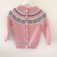 Nancy kofte til barn  #yarn #strikk #strikkeverden #sandnesgarn #garn #knitting…