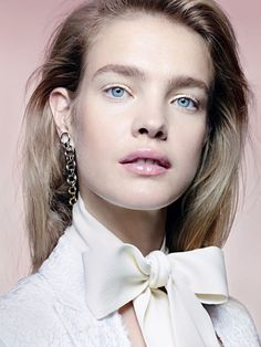 Top model Natalia Vodianova lands the December-January cover story from Allure Russia, shining in a gold eyeshadow look. Photographed by Liz Collins… Natalia Vodianova, Pure Beauty, Clean Beauty, Beauty Women, Gold Eyeshadow Looks, Foil Eyeshadow, Eyeshadow Basics, Eyeshadow Ideas, Eyeshadow Makeup