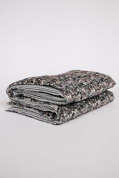 Fabrik grey pink floral quilt