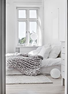 'Minimal Interior Design Inspiration' is a biweekly showcase of some of the most perfectly minimal interior design examples that we've found around the web - White Rooms, All White Bedroom, Bedroom Simple, White Walls, Master Bedroom, Airy Bedroom, Minimal Bedroom, Light Bedroom, Clean Bedroom