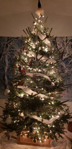 Colorful Christmas Tree, Christmas Decorations, Holiday Decor, Christmas Inspiration, Home Decor, Decoration Home, Room Decor, Home Interior Design, Christmas Decor