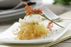Nido de patatas con huevo y juliana de iberico