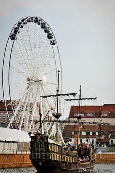 Brand-new wheel from which you can see from above. Poland History, Gdansk Poland, Heart Of Europe, Danzig, New City, Our World, Attraction, Road Trip, Building