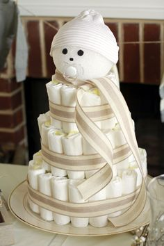 Snowman Diaper Cake Baby Shower Cakes Neutral, Baby Girl Shower Themes, Baby Shower Dresses, Baby Shower Cupcakes, Baby Boy Shower, Baby Shower Gifts, Baby Gifts, Baby Nappy Cakes, Diaper Cakes Tutorial
