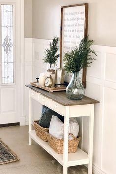 Small apartment decor: discover 60 amazing ideas - Home Fashion Trend Small Apartment Decorating, Hallway Decorating, Entryway Decor, Decorating Ideas, Decor Ideas, Kirkland Home Decor, Greenery Decor, Home Decor Inspiration, Farmhouse Decor