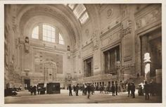 Atrio della Stazione Centrale di Milano, anni '30; Milan, Central Railway Station Main Hall in the '30s Old Images, Old Pictures, Grey Wallpaper Iphone, Living In Italy, Milan Italy, Central Europe, Lake Como, Vintage Italian, Beautiful Places To Visit