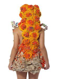 Atuendo conceptual-cuerpo con texturas · ERIKA VANESSA PINTO RAMÍREZ  Taller experimental proyección 2011 · Semestre: 1 · Diseño de Modas · Colegiatura Colombiana · Medellín-Colombia Erika, Medellin Colombia, Couture, Outfit, Tejidos