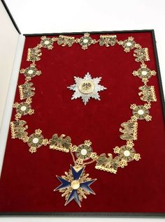 Black eagle order of Prussia collar plus the breast badge star in presentation case with official documentation from Gode. Number 448 of only 500 made.