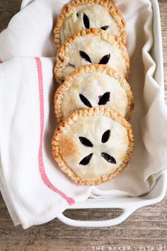 Huckleberry hand pies - these delicious little pies are bursting with fresh huckleberries and super easy to make!