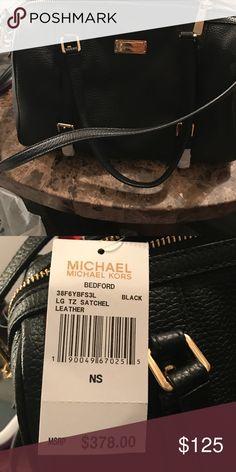 Micheal kors black leather purse Black leather never worn Michael kors purse KORS Michael Kors Bags Shoulder Bags