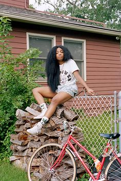 Lucy Kleinman: Def. Squad.   Abilities:Elemental Shield and Weapon Construction  Code Name: Lotus (22, played by Solana Rowe aka SZA) Solana Rowe, Black Girl Magic, Black Girls, Sza Singer, Naturally Beautiful, Big Hair, Curly Hair Styles, Natural Hair Styles, Urban Fashion