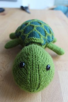 Sheldon the turtle. He comes out of his shell! Amazing... Free pattern on Ravelry