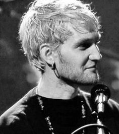 Smiling Layne Staley 1996 AIC MTV unplugged Black and white