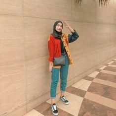 Super Fashion Hijab Style Remaja 53 Ideas Source by hijab Modern Hijab Fashion, Street Hijab Fashion, Hijab Fashion Inspiration, Muslim Fashion, Modest Fashion, Fashion Dresses, Hijab Style, Casual Hijab Outfit, Ootd Hijab