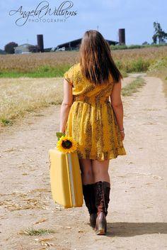 Cute idea for senior picture in a sunflower field...