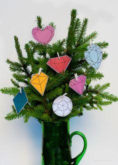 DIY Last minute christmas tree decorations + gem ornament freebie via Love From Ginger
