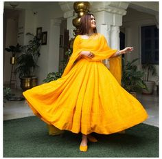Indian Fashion Dresses, Indian Gowns Dresses, Indian Bridal Fashion, Dress Indian Style, Indian Wedding Outfits, Indian Outfits, Pakistani Dresses, Pakistani Bridal, Fashion Outfits