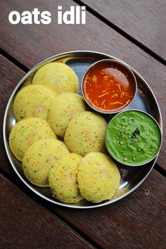 instant oats idli recipe, steamed oatmeal idli with step by step photo/video. an healthy and tasty savoury cake recipe made with powdered oats and yogurt. Baby Food Recipes, Snack Recipes, Cooking Recipes, Breakfast Recipes, Breakfast Ideas, Indian Breakfast, Juice Recipes, Easy Cooking, Cake Recipes